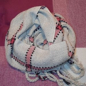 LOVE & LORE Chunky wooly scarf
